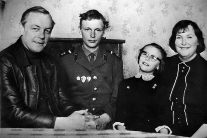 Кирилл Лавров и Валентина Николаева с детьми