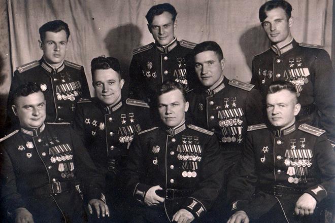 Иван Кожедуб вместе с летчиками-асами