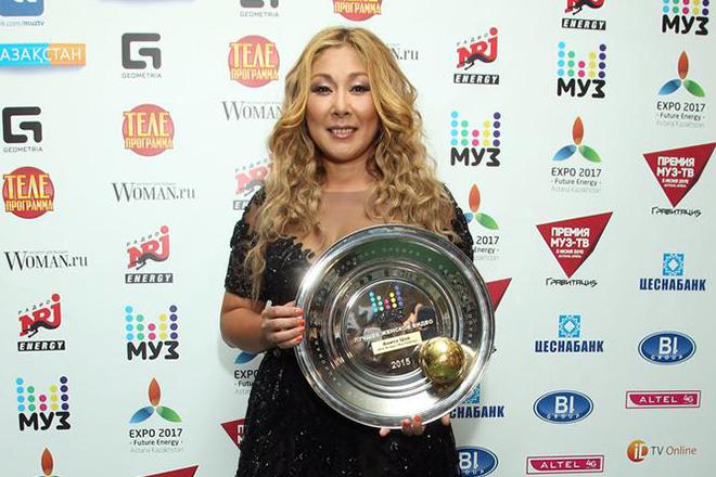 Анита Цой с премией от Муз-ТВ