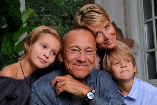 Андрей Кончаловский и Юлия Высоцкая с дочерью Марией и сыном Петром