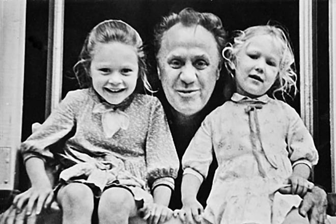 Михаил Жаров с детьми