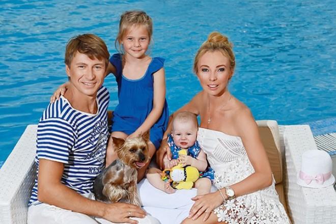 Алексей Ягудин с женой и детьми