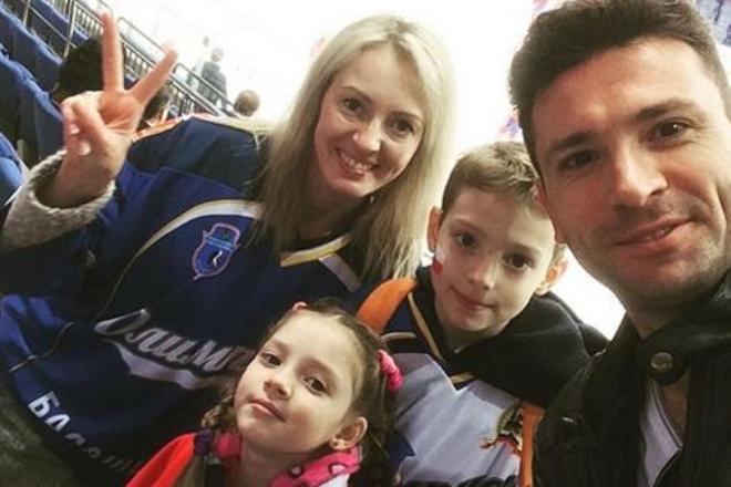 Антон Хабаров с семьей