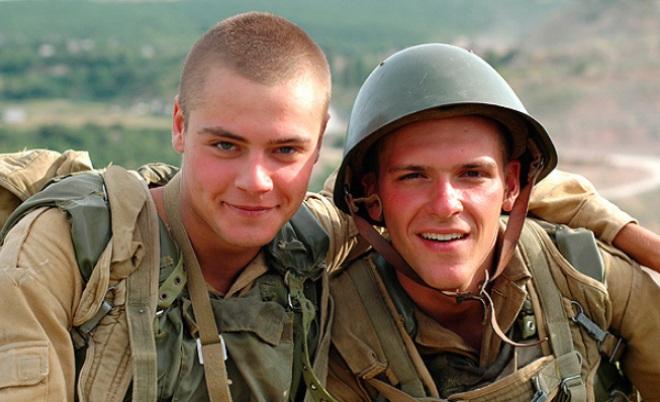 Иван Николаев и Константин Крюков на съемках фильма «9 рота»