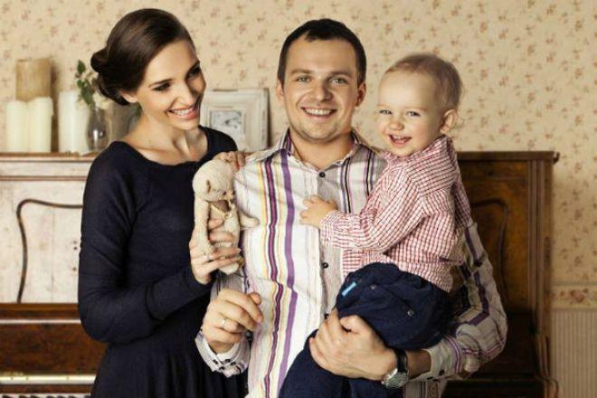 Алексей Янин с женой Дарьей Клюшниковой и сыном