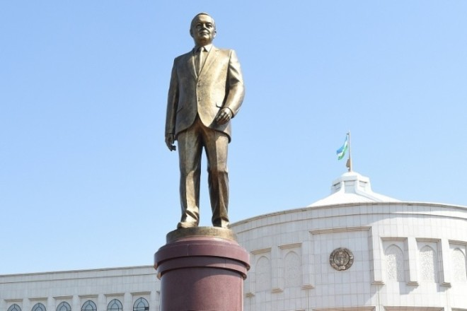 Памятник Исламу Каримову в Самарканде