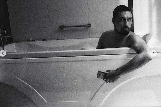 Дима Билан - фотосессия в ванной