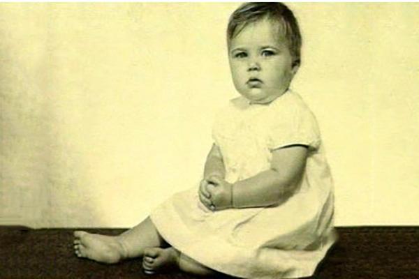 Люси Лоулесс в детстве
