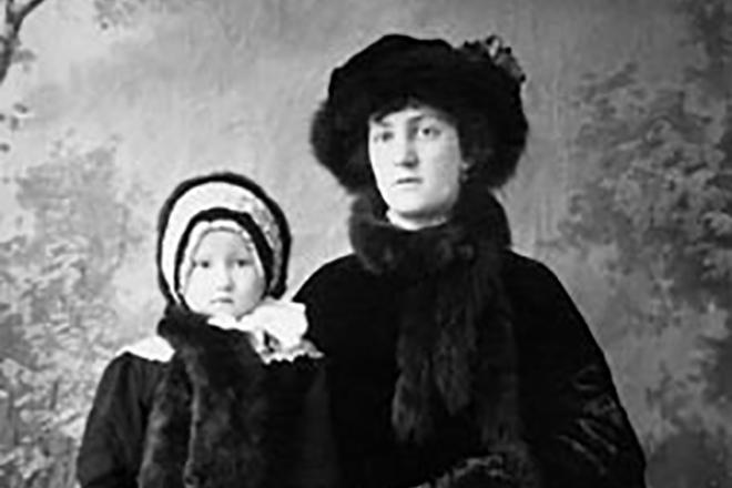 Маленькая Галина Уланова с мамой Марией Романовой