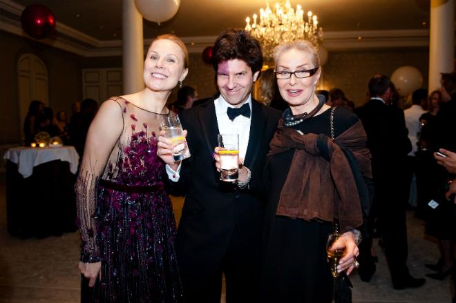 Дина Корзун с мужем и Екатериной Никитиной в 2018 году