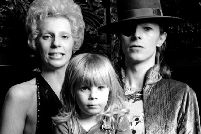 Дэвид Боуи с женой Анджелой Барнетт и сыном Зоуи