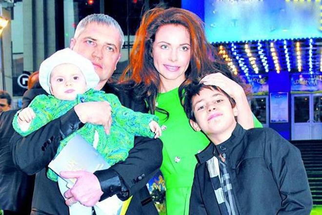 Владимир Абашкин с женой и детьми