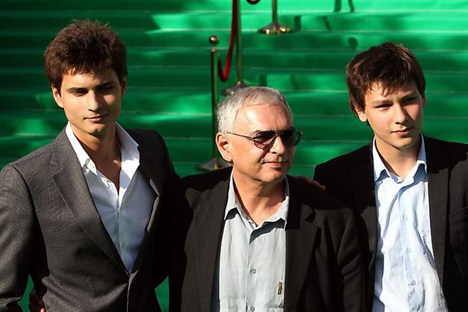 Карен Шахназаров с сыновьями Иваном и Василием