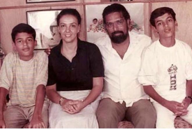 Джон Абрахам с родителями и братом
