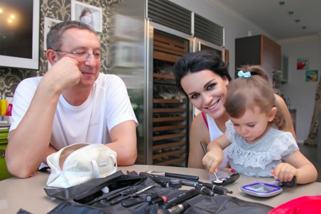 Слава с мужем и дочерью