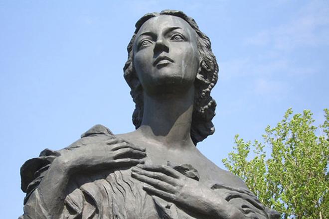 Памятник балерине Г.С. Улановой. Парк Победы, Санкт-Петербург