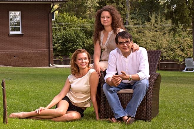 Егор Кончаловский и Любовь Толкалина с дочерью