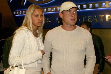 Хоккеист Павел Буре с женой