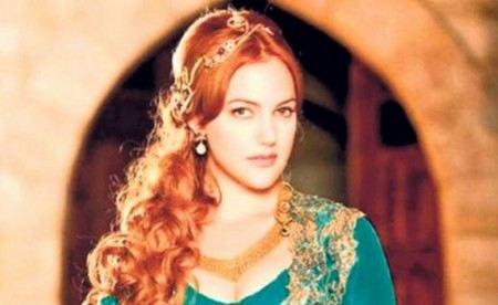 Мерьем Узерли стала популярной благодаря сериалу «Великолепный век»