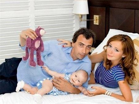 Актриса Елена Захарова с семьей