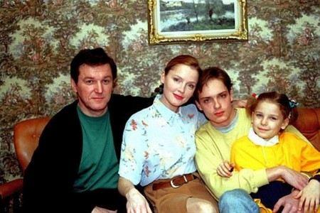 Лариса Вербицкая с мужем Александром Дудовым и детьми