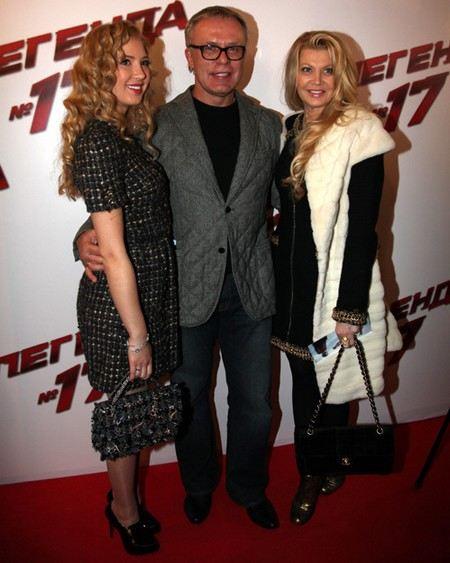 Хоккеист Вячеслав Фетисов с женой Ладой и дочкой Настей