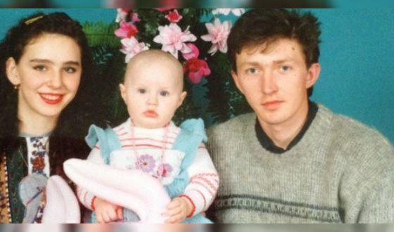 Маленькая Настя Костенко с родителями