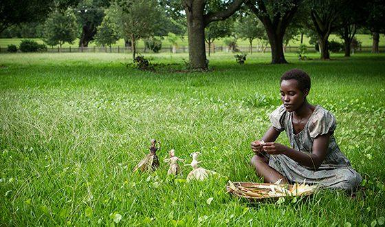 Люпита Нионго в картине «12 лет рабства»