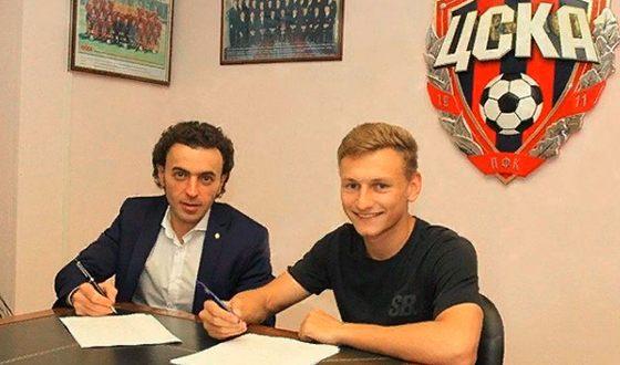 Фёдор Чалов подписал новый контракт с ЦСКА до 2020 года