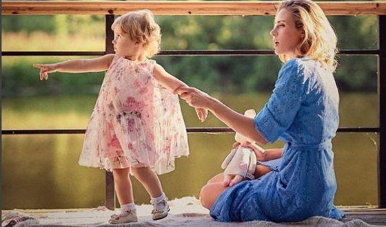 Юлия Мельникова с дочерью