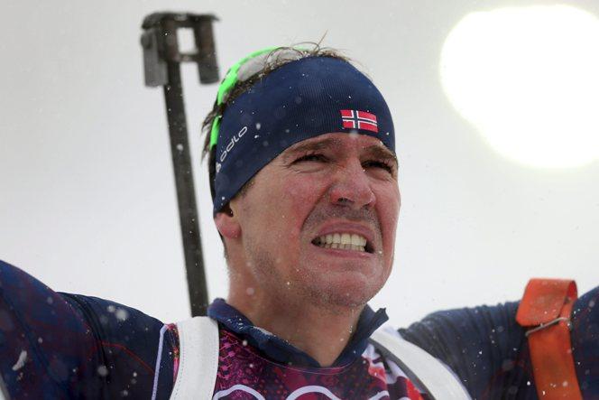 Эмиль Хегле Свендсен плачет после победы на ОИ в Сочи