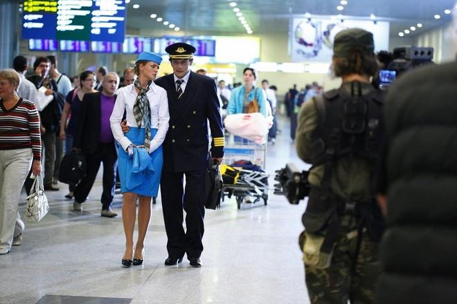 Натали Старынкевич и Кирилл Сафонов в сериале «Пилот международных авиалиний»