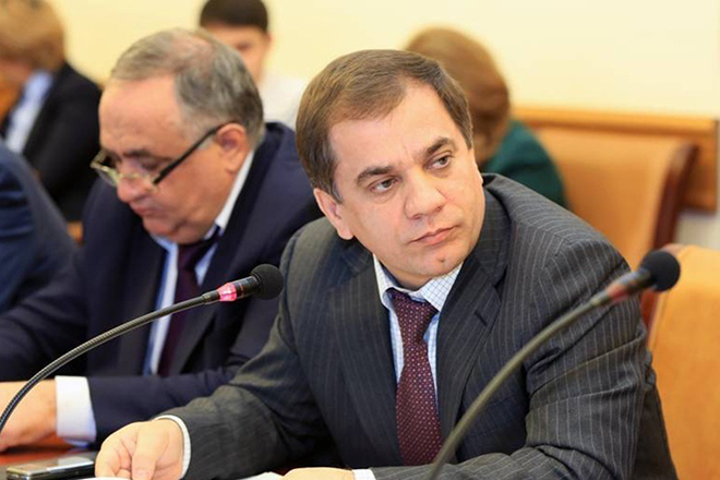 Политик Раюдин Юсуфов