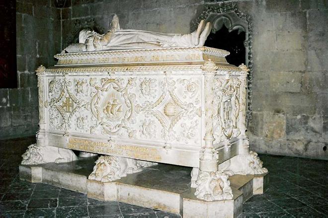 Могила Васко да Гамы в соборе монастыря Жеронимуш в Лиссабоне