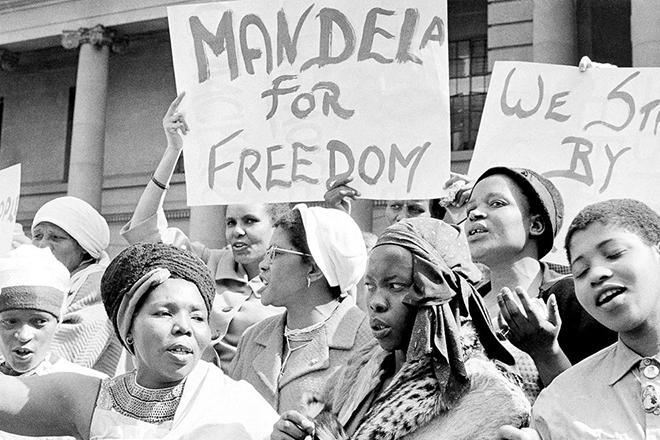 Люди требуют освобождения Нельсона Манделы