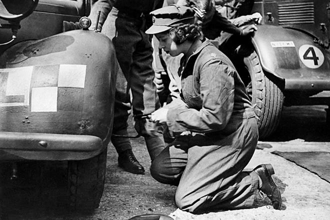 Во время Второй мировой войны будущая королева водила и ремонтировала машины