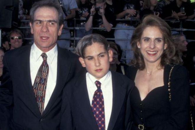 Томми Ли Джонс и Кимберли Клафли с сыном