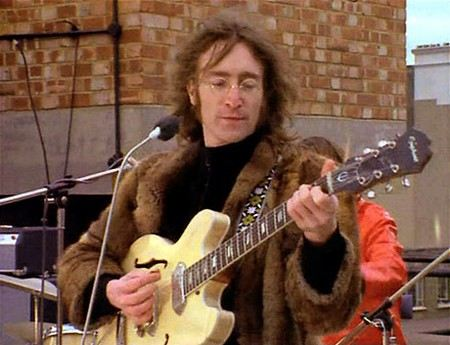 Джон Леннон в молодости начал употреблять наркотики