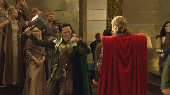 Обаятельный Том Хиддлстон в роли Локи покорил всех зрителей «Тора»
