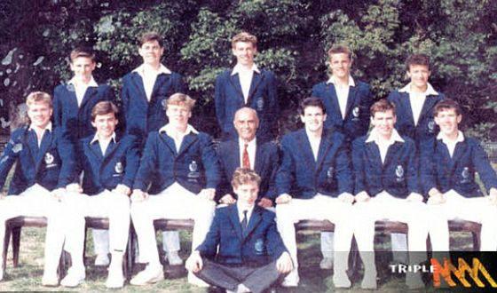 Школьное фото Хью Джекмана (нижний ряд, второй слева)