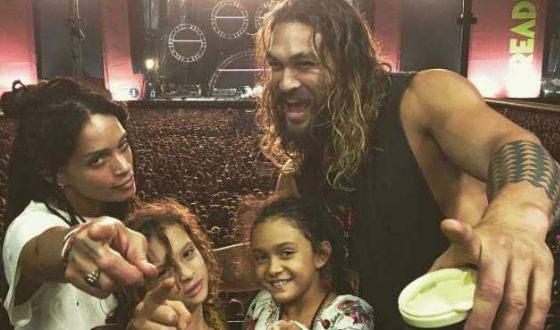 Джейсон Момоа с женой и детьми