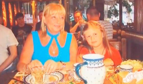 Катя Огонёк в детстве с мамой