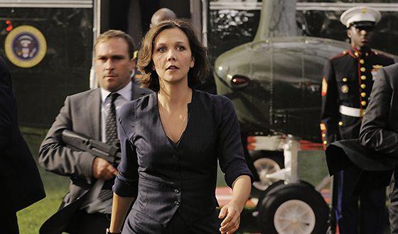 Мэгги Джилленхол в боевике «Штурм Белого дома» сыграла агента спецслужбы